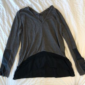 Zara top: grey long sleeve with black details 🖤